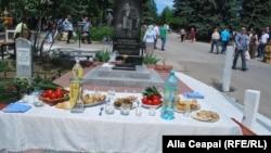 La cimitirul Sf. Lazăr din Chişinău