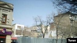 Bakıda Xaqani küçəsində dağıdlan bina, mart 2008