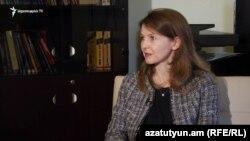 Представитель МВФ в Армении Юлия Устюгова беседует с Радио Азатутюн, Ереван, 19 ноября 2019 г.