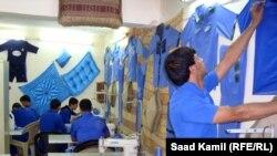 نزلاء في ورشة خياطة بدائرة إصلاح الأحداث ببغداد