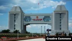 Российско-китайская граница со стороны городского уезда Маньчжурия, железнодорожный переход