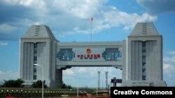 Железнодорожный переход на российско-китайской границе со стороны городского уезда Маньчжурия