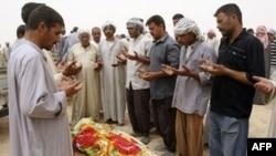 مراسم تدفین یک جان باخته عراقی در نزدیکی سامرا (عکس: AFP)