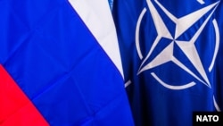 Флаги НАТО и России. Иллюстрационное фото