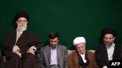 آیت الله خامنه ای در گذشته به طور علنی اعلام کرده بود که دیدگاه های محمود احمدی نژاد را به خود نزدیکتر می داند تا دیدگاه های هاشمی رفسنجانی.