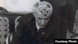 الجواهري في مطعم شعبى في مدينة الناصرية عام 1959