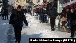 Снег на Широк Сокак во Битола.