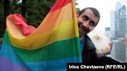 """Участник акции """"Марш горящих сердец"""", 2 июня 2012 года"""