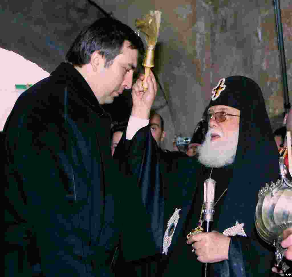 The head of the Georgian Orthodox Church, Catholicos Ilia II (right), blesses newly elected President Mikheil Saakashvili at the Gelati Cathedral in Kutaisi on January 24, 2004.