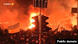 Столкновения на Майдане Незалежности в Киеве в ночь на 19 февраля.