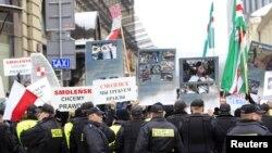 В конце 2010 года, перед визитом российского президента в Варшаву, там прошла демонстрация с требованием правды об авиакатастрофе под Смоленском