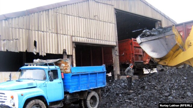 Loading coal in Kazakhstan's Daulet village
