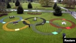 Ծաղկահյուս օլիմպիական օղակներ Լոնդոնի այգիներից մեկում: