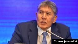 Қырғызстан президенті Алмазбек Атамбаев баспасөз конференциясы кезінде. Бішкек, 24 желтоқсан 2015 жыл.