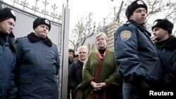 Представники ПА ОБСЄ покидають Качанівську колонію, Харків, 5 березня 2012 року