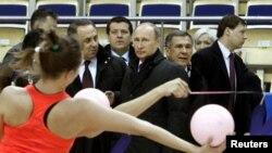 Путин Казанда спорт корылмаларын карап йөри (2013 ел, архив фотосы)