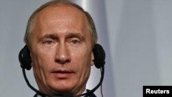 ولادمیر پوتین،نخست وزیر روسیه، در کنفرانس خبری نشست سیکا