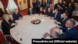 Liderii PSRM şi PDM la consultările de la președinție