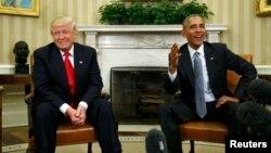 АҚШ президентін Барак Обама (оң жақта) Ақ үйде Дональд Трамппен кездесіп отыр. Вашингтон, 10 қараша 2016 жыл.