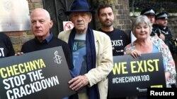 Во многих странах прошли акции протеста против охоты на геев в Чечне