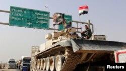 Конвој на ирачки безбедносни сили напредуваа кон периферијата на Мосул, да се бори против Исламската држава, 12 октомври, 2016 година.