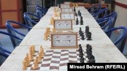 Шахматный стол. Иллюстративное фото.