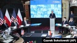 Президент Польши Анджей Дуда выступает на церемонии подписания договора о поставках СПГ из США. Варшава, 8 ноября 2018 года.