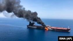 روز پنجشنبه دو نفتکش در دریای عمان مورد حمله قرار گرفتند و دچار آتش سوزی شدند.