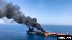 Нефтяной танкер горит в Оманском заливе, 13 июня 2019 г.