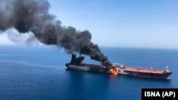 Оман шығанағында өртеніп жатқан танкер. 13 маусым 2019 жыл.