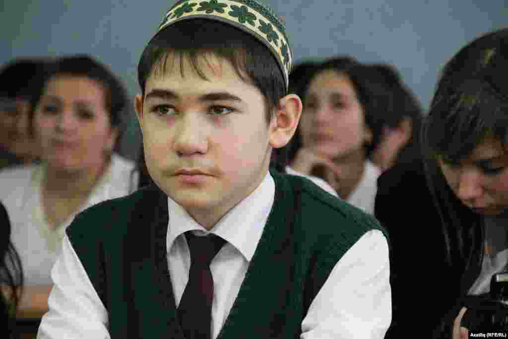 Тугызынчы сыйныфлар арасында җиңүче Бәләбәй татар гимназиясе укучысы Илдус Хәбибрахманов