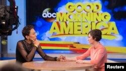 Amanda Knox (djathtas) gjatë intervistës në një emision të rrjetit amrikan ABC