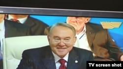 Нұрсұлтан Назарбаев Қазақстан халқы ассамблеясында сөйлеп тұр. Астана, 20 қазан 2010 жыл