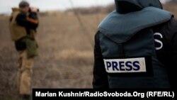 Журналісти у зоні бойових дій на сході України