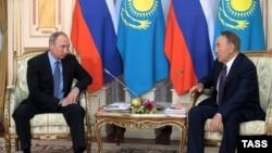 Президент России Владимир Путин (слева) и президент Казахстана Нурсултан Назарбаев на встрече в Астане. 4 октября 2016 года.
