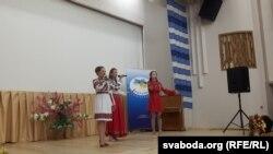 Украінскія артысты на сцэне Рэспубліканскага цэнтру нацыянальных культур у Менску.