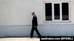 Türkmenistanyň prezidenti Gurbanguly Berdimuhamedowyň ýakyn günlerde Lebaba etmegine garaşylýan sapary bilen baglylykda, ýurduň howpsuzlyk işgärleri gözegçiligi güýçlendirdi.