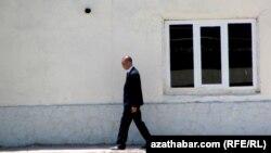 Türkmenistan: Aziadadan öň, köpçülik ýerleri dürreli goralýar