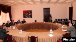 Armenia - Representatives of the governing coalition and the opposition Armenia National Congress hold a second round of negotiations in Yerevan, 26Jul2011