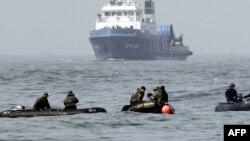 Pamje nga operacioni i kërkimit për viktimat nga fundosja e anijes në Korenë Jugore