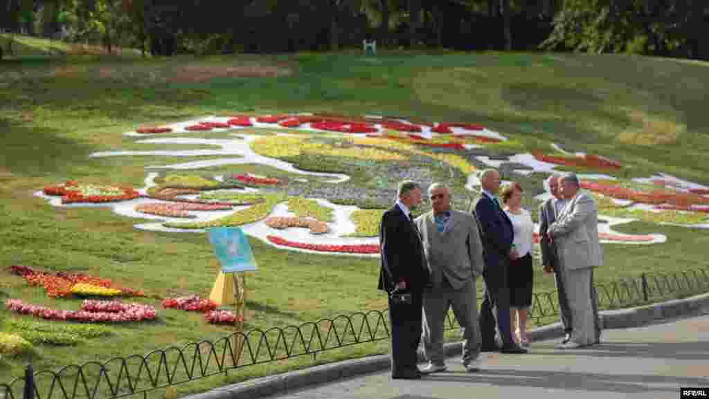 Ukraine -- Exhibition of flowers in Kyiv devoted to Euro-2012, 08Jun2012