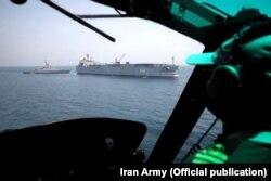 تصویری از ناوگروه ایرانی از دید هلیکوپتر محافظ آگوستا بل ۲۱۲