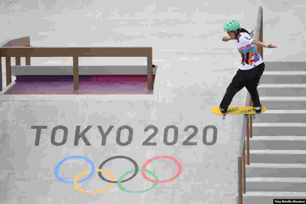 A japánFuna Nakayama a női döntőben. A versenyzők street, azaz utcai és park kategóriában indulhattak. A tokiói olimpiára összesen nyolcvan gördeszkás kvalifikálta magát