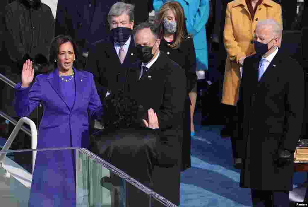 Az amerikai történelemben először egy nő tette le az alelnöki esküt - Kamala Harris.