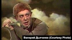 """Валерий Дьяченко в роли Фродо. Телеспектакль """"Хранители"""". 1991 г."""