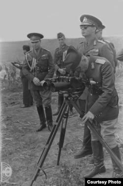Regele Mihai și Mareșalul Ion Antonescu pe frontul de est în timpul celui de- Al Doilea război mondial.