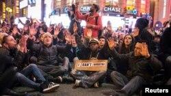 Эрик Гарнердің ажалына себепкер болған полицейді ақтаған үкімге наразылар. Нью-Йорк, 3 желтоқсан 2014 жыл.