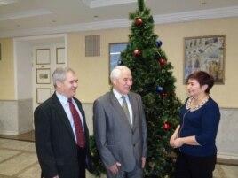 Милли оешма җитәкчеләре Ринат Батталов (с), Фнүн Мирзаянов һәм Рәмзия Габбасова