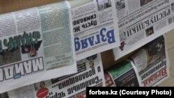 Киоскіде тұрған газеттер. 27 қараша 2012 жыл (Көрнекі сурет)