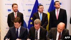 Gjatë nënshkrimit të marrëveshjes për gazin në Bruksel...